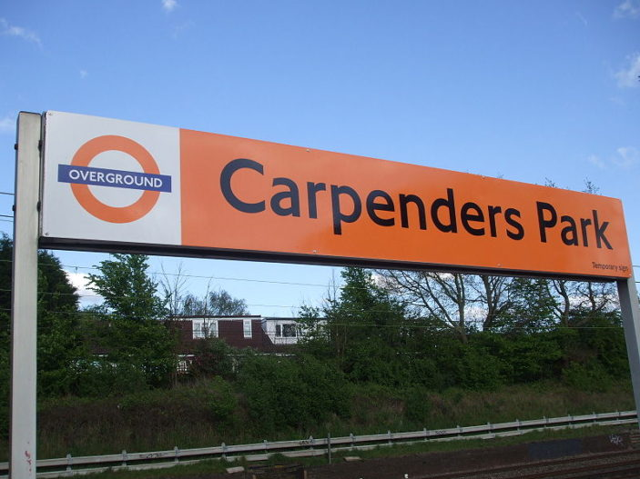 Carpenders Park station sign | Copyright Sunil060902 and licensed for reuse under Creative Commons licence