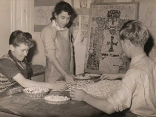 Pupils preparing the mosaic pieces