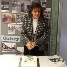 Frances Button cuts the birthday cake | Hertfordshire Libraries