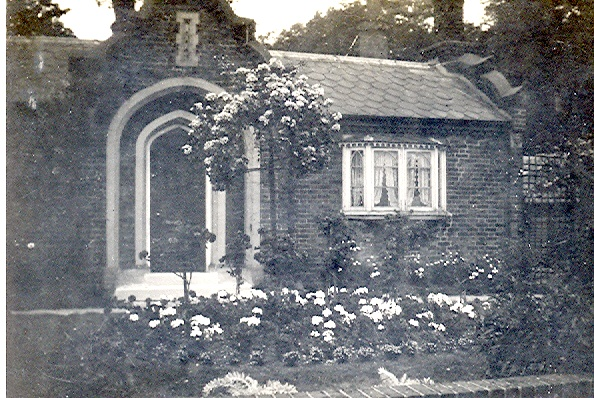 Oxhey Lodge - 1928 | Photograph Courtesy of Watford Library- P01720