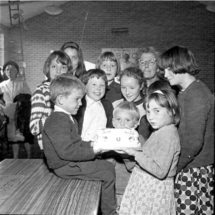 Children's birthday cake at the Labour Party fair | © Watford Observer 1965